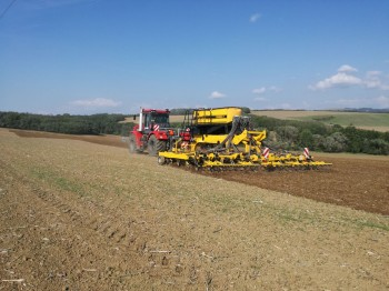 Kirovec K744 a Claydon Hybrid T8 na Slovensku