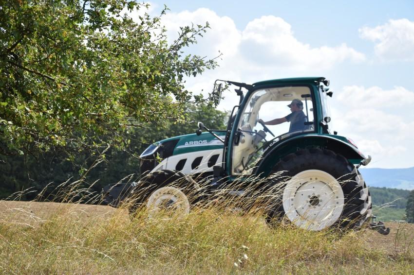 Kolový traktor Arbos 5115