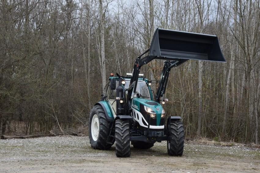 Kolový traktor Arbos 5130 Global s čelním nakladačem Stoll