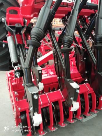 FOTO: MaterMacc Grano 400 s rotačními branami MK